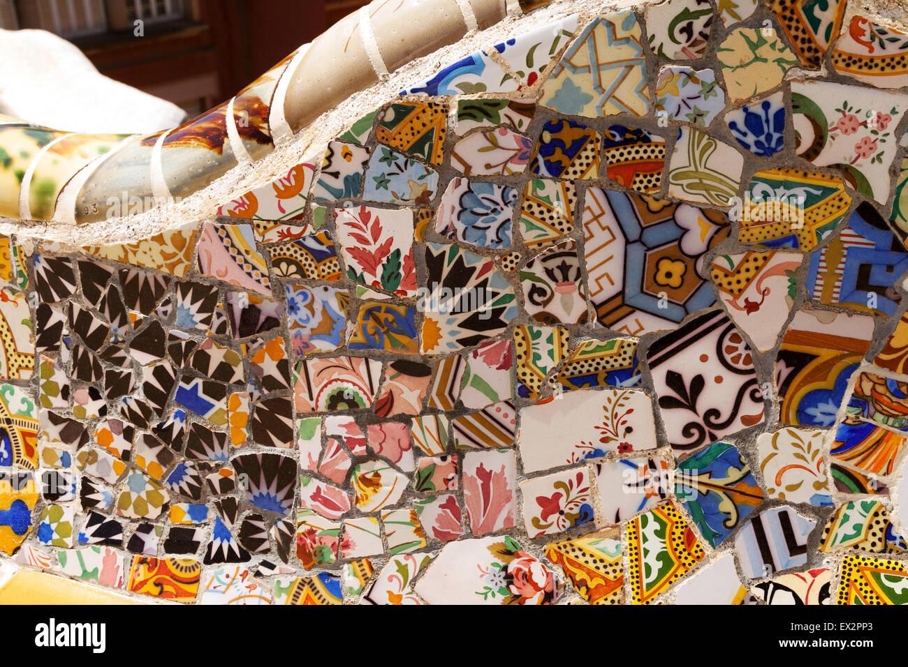 Esempio di trencadis mosaico realizzato da piastrelle rotte di