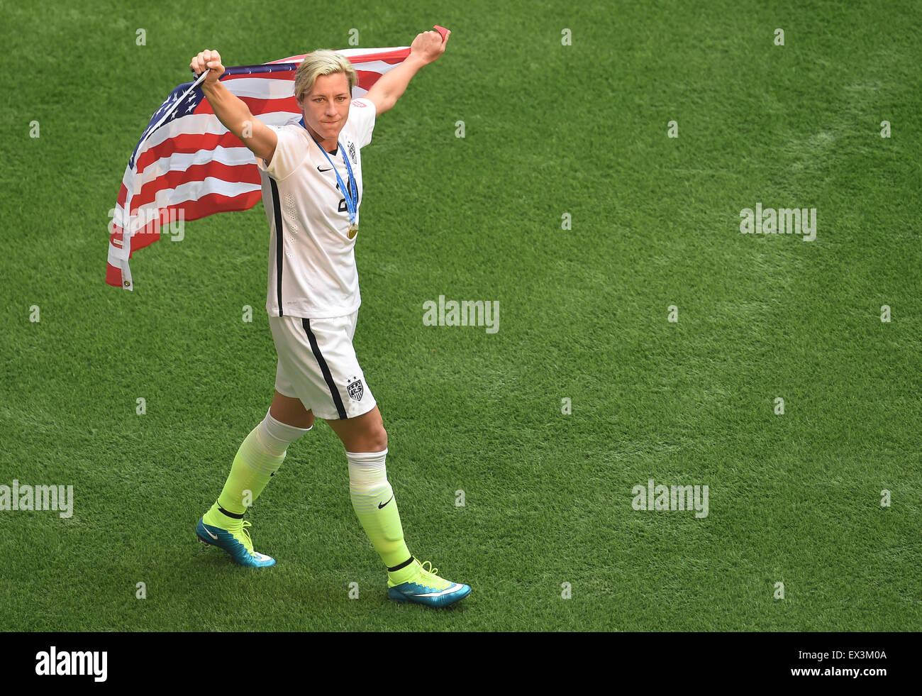 Vancouver, Canada. 05 Luglio, 2015. Abby Wambach dagli Stati Uniti celebra la vittoria con un flag di noi dopo la Immagini Stock