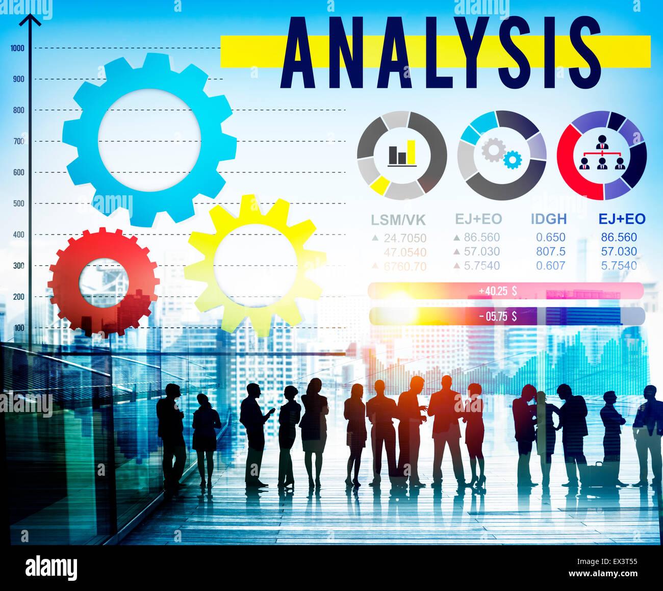 Analisi per analizzare le informazioni aziendali il concetto di dati Immagini Stock