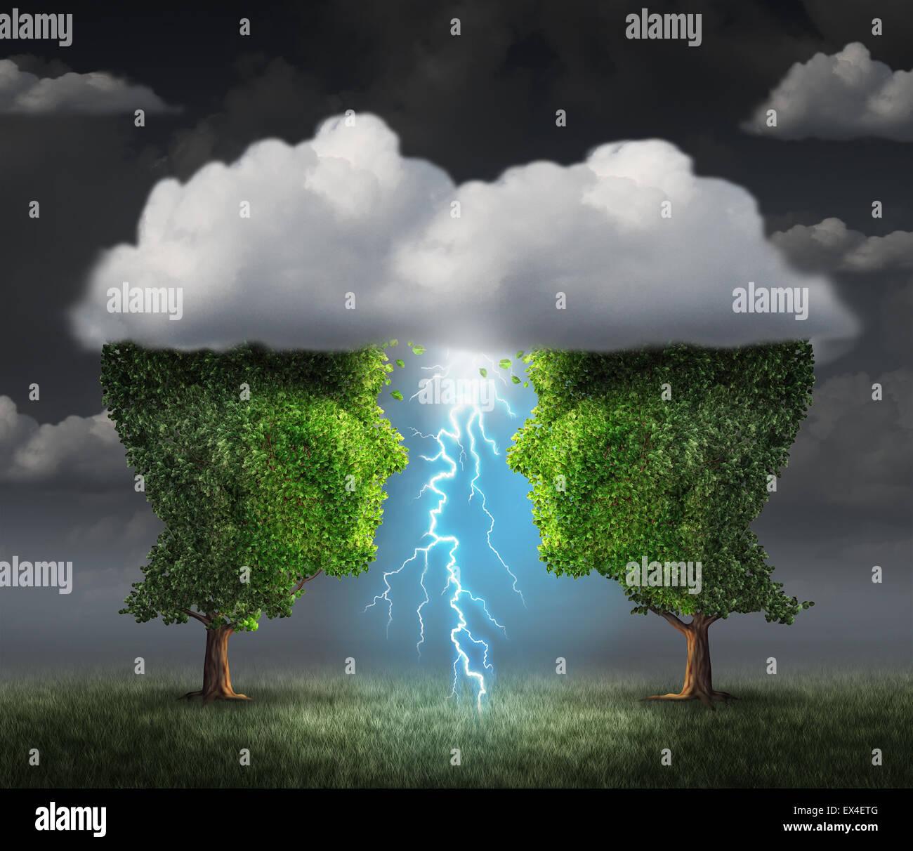 Business idea scintilla concetto come due alberi a forma di una testa sotto una tempesta cloud creazione di un fulmine Immagini Stock