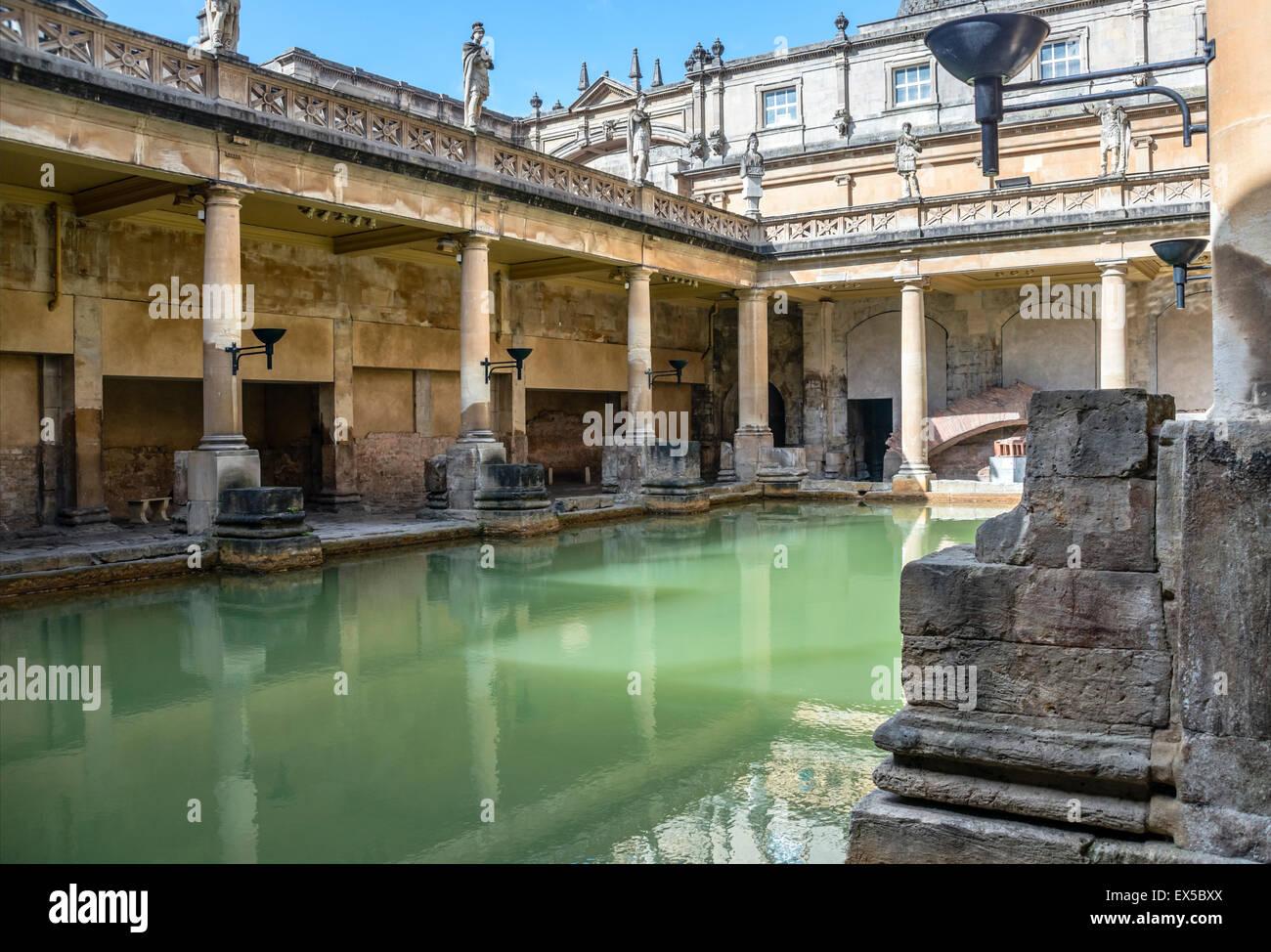 La grande vasca da bagno di Bagni Romani complessa, un sito di interesse storico nella città inglese di Bath, Immagini Stock