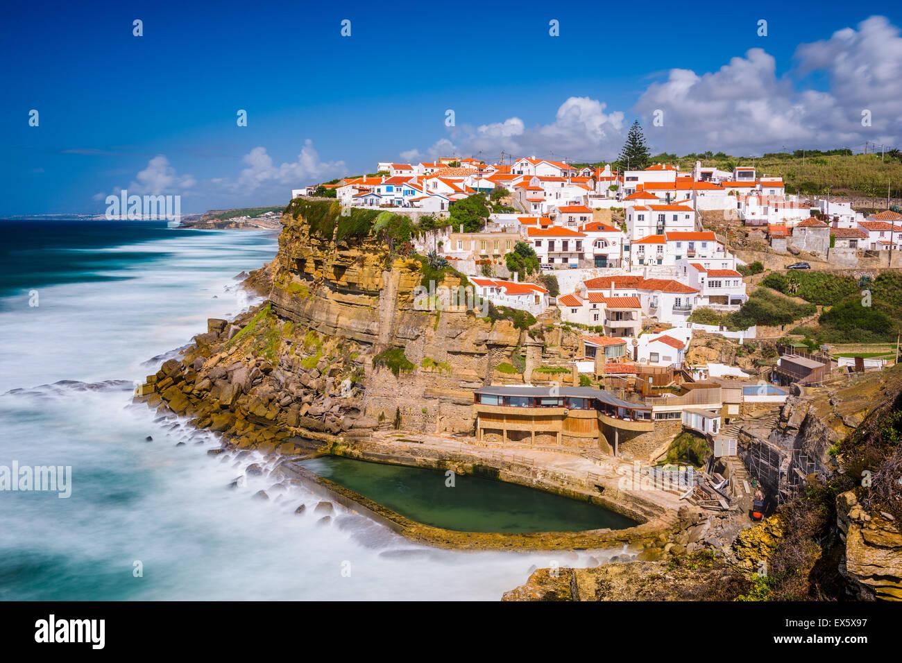 Azenhas do Mar, Portogallo città balneare. Immagini Stock