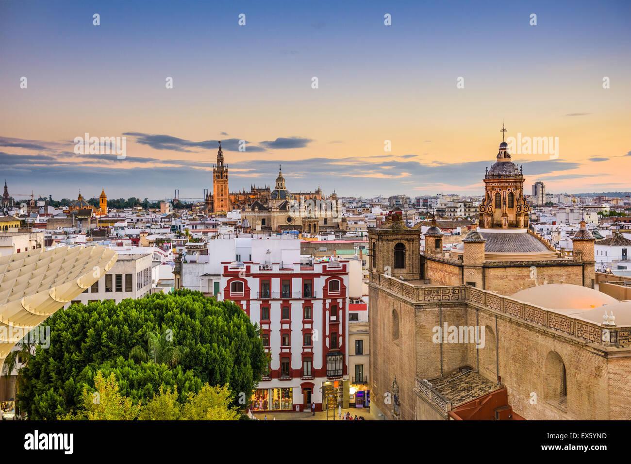 Siviglia, Spagna città vecchia skyline. Immagini Stock