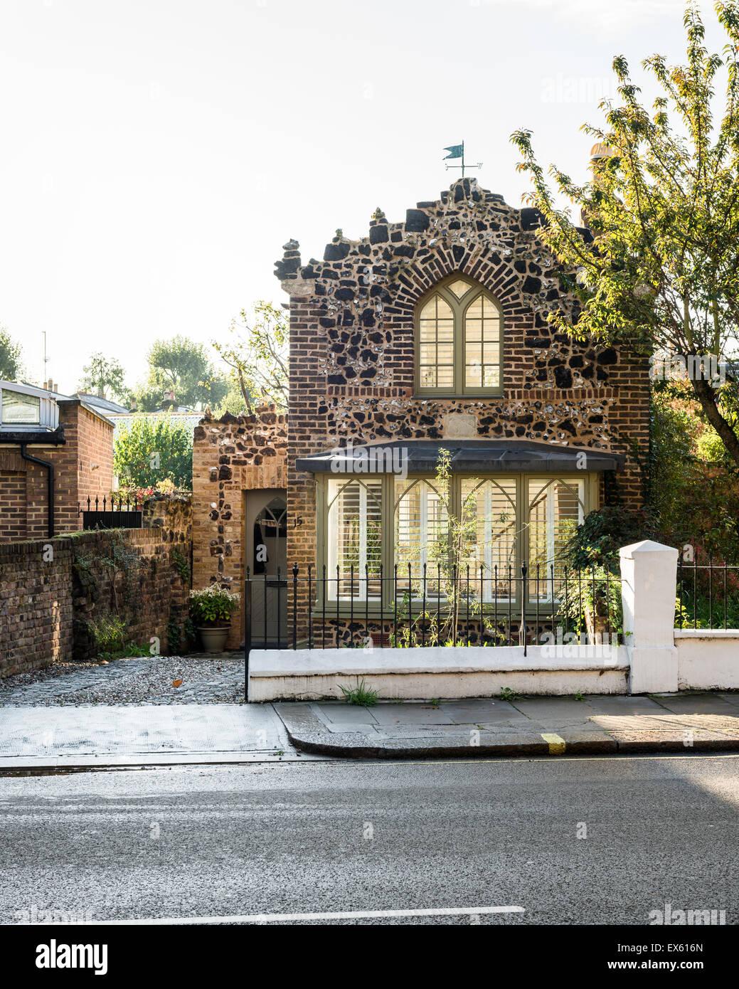 La Facciata Esterna Della Storica Distaccata A Londra Con Cottage In