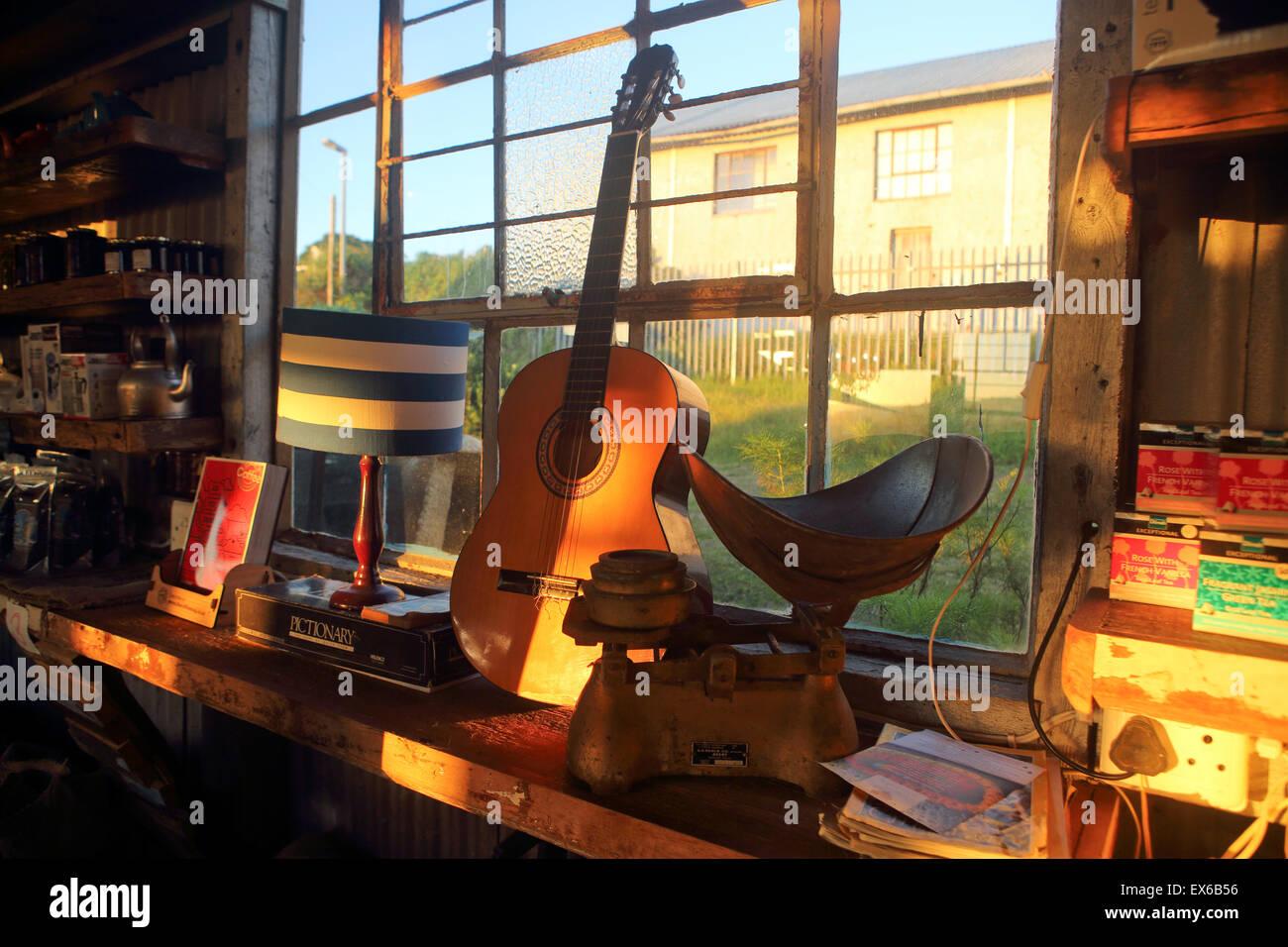 La temperatura ambiente e la temperatura di interni in stile rustico su capannone Blu Cafè a Mossel Bay Immagini Stock