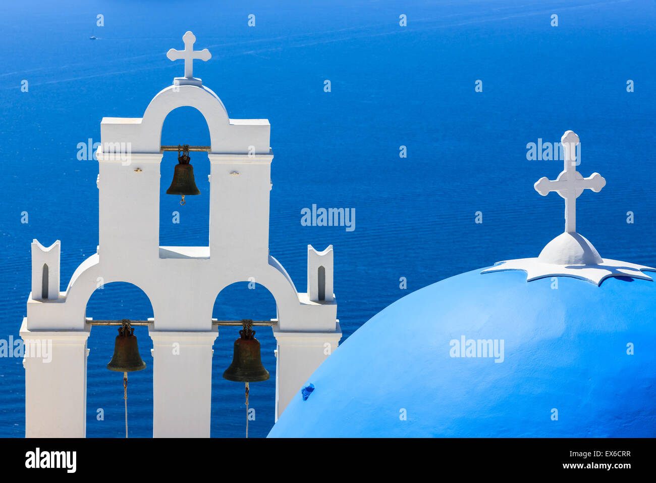 Aghioi Theodoroi chiesa a Firostefani a Santorini una delle isole Cicladi nel Mare Egeo, Grecia. Immagini Stock