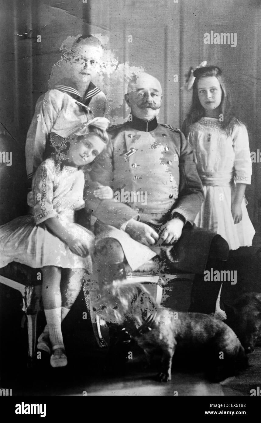 Fotografia di Federico Augusto II Granduca di Oldenburg con i suoi figli, Nicholas Frederick William, Altburg Marie Immagini Stock