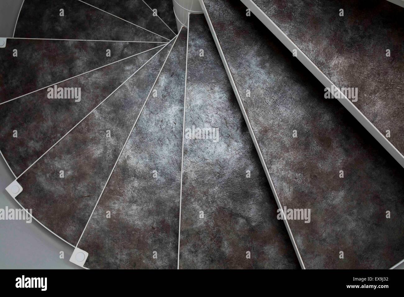 Scala In Marmo Nero scala a chiocciola con texture naturali e in bianco e nero