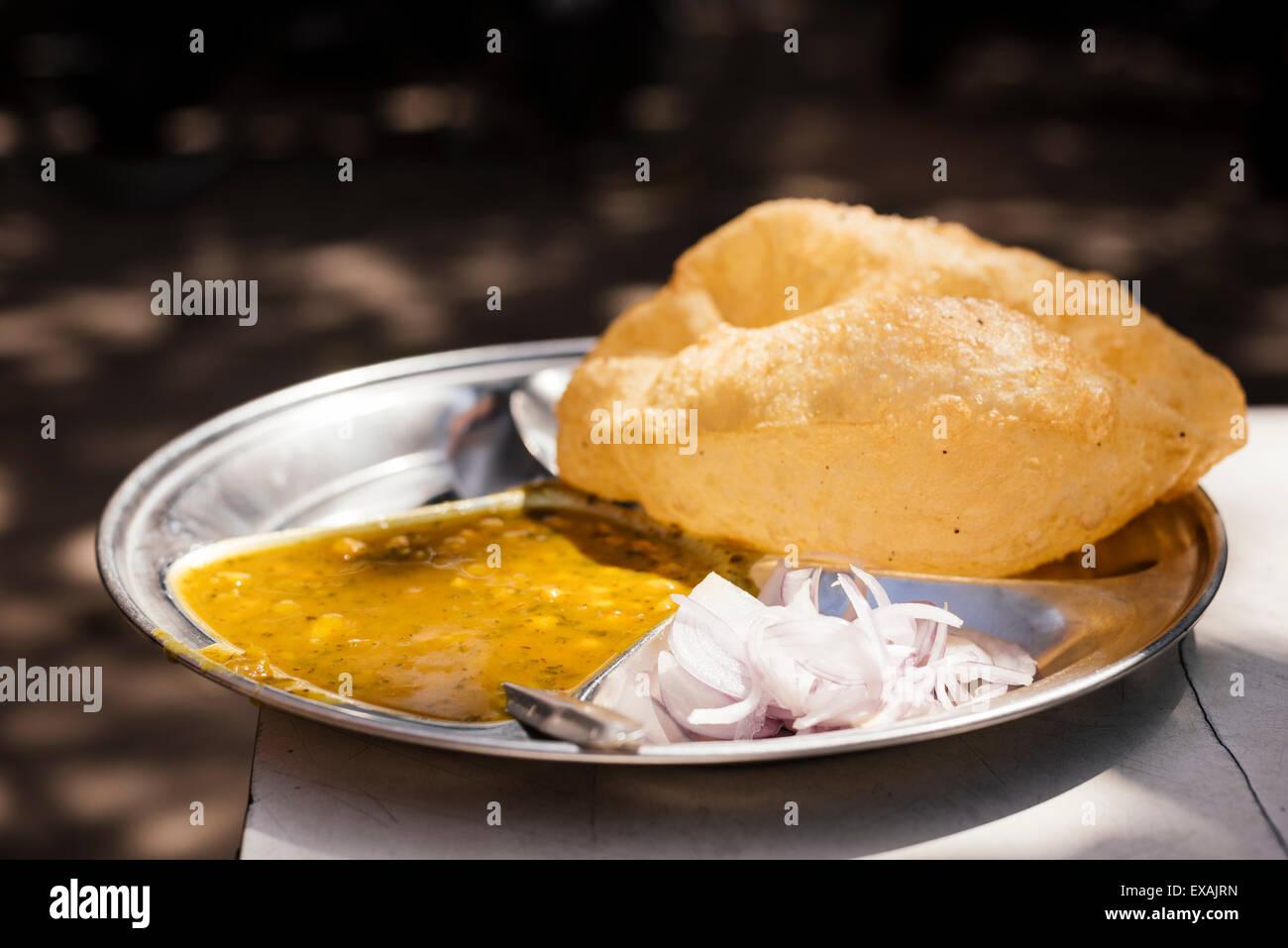 Chole Bhature piatto , settore 7, Chandigarh, Punjab e Haryana Province, India, Asia Immagini Stock