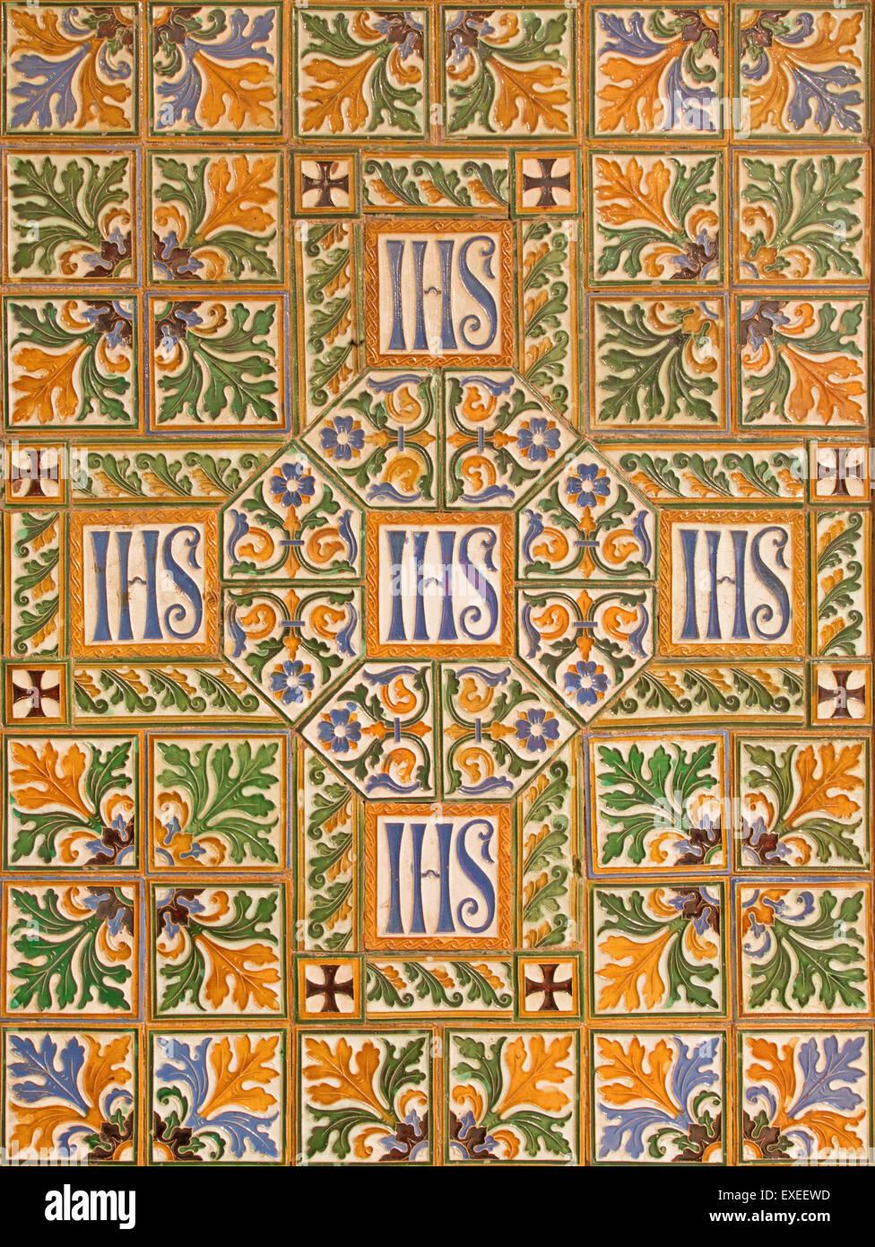 Roma, Italia - 24 Marzo 2015: la croce in piastrelle sulle pareti della navata principale di anglicani Chiesa di Immagini Stock
