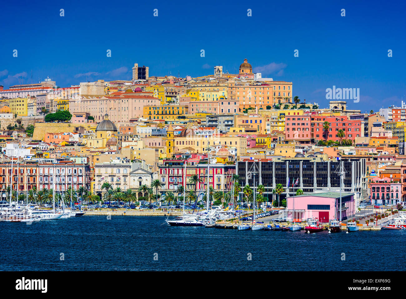 Cagliari, Sardegna, Italia skyline costiere sul Mare Mediterraneo. Immagini Stock