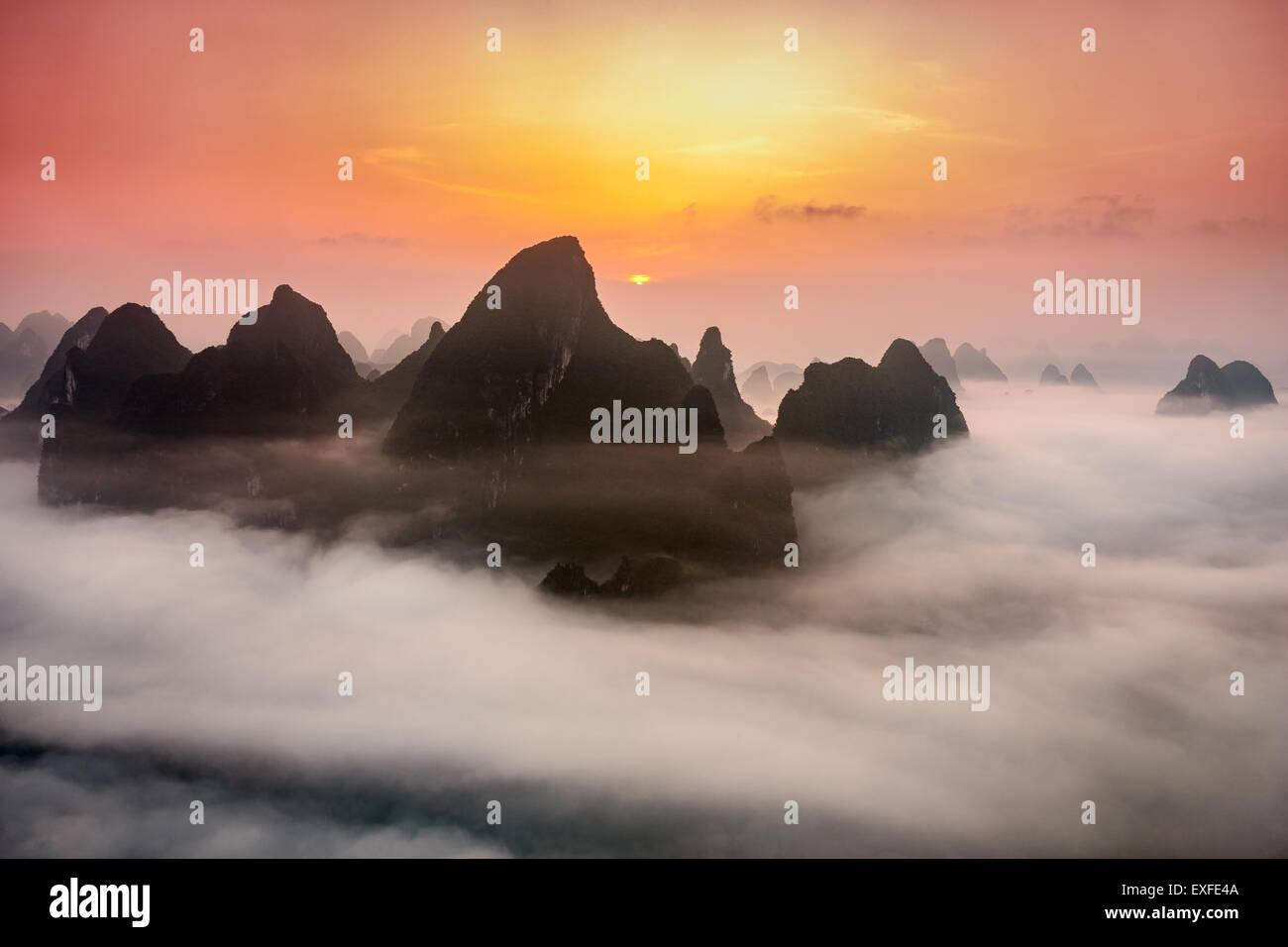 Guilin, Cina montagne carsiche. Immagini Stock