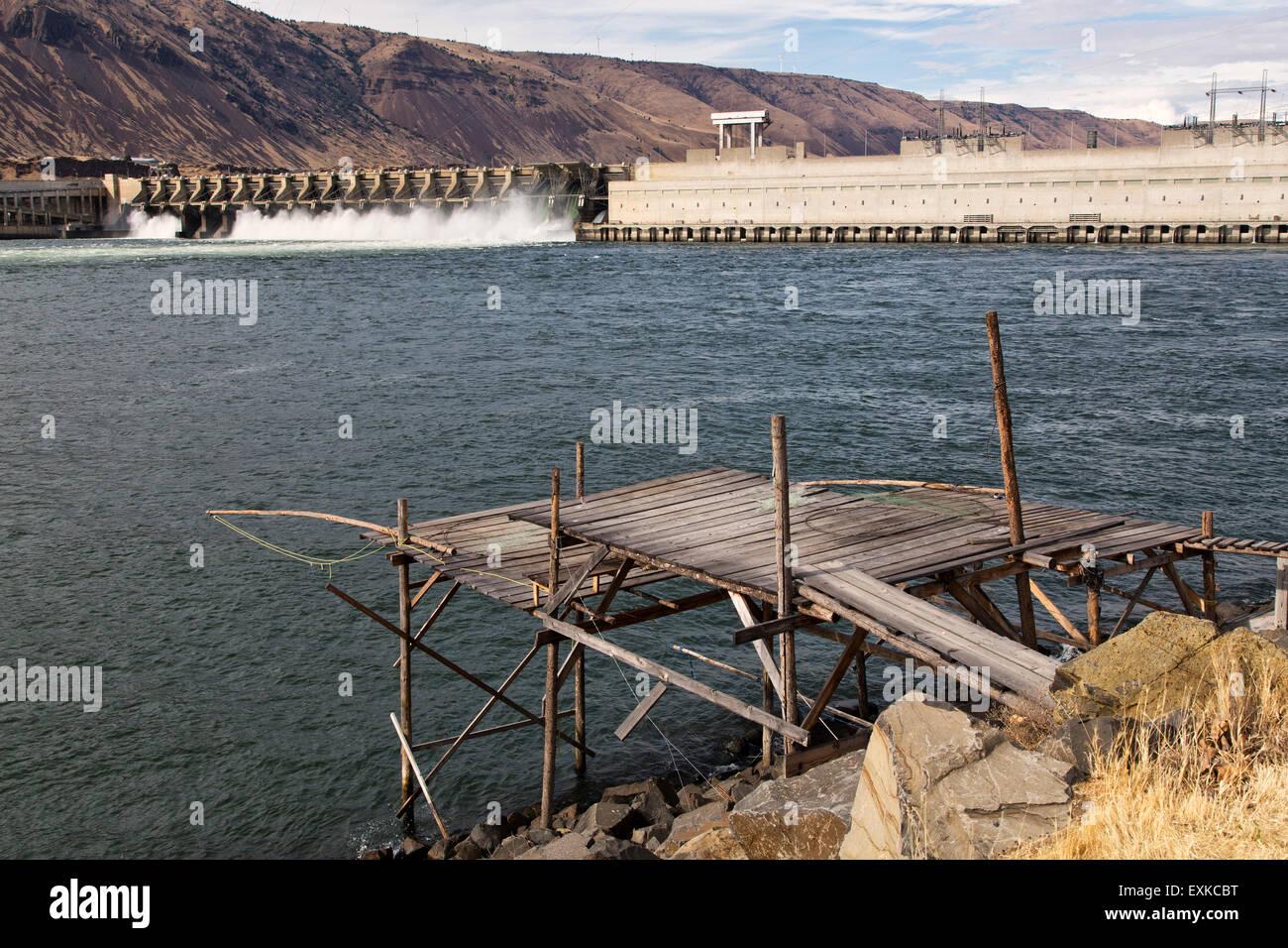 Nativi americani piattaforma di pesca, John giorno diga sul fiume Columbia. Foto Stock