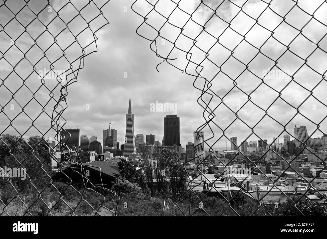 SAN FRANCISCO - 15 maggio 2015:San Francisco Downtown skyline.Pur essendo un leader a livello nazionale nel processo Immagini Stock