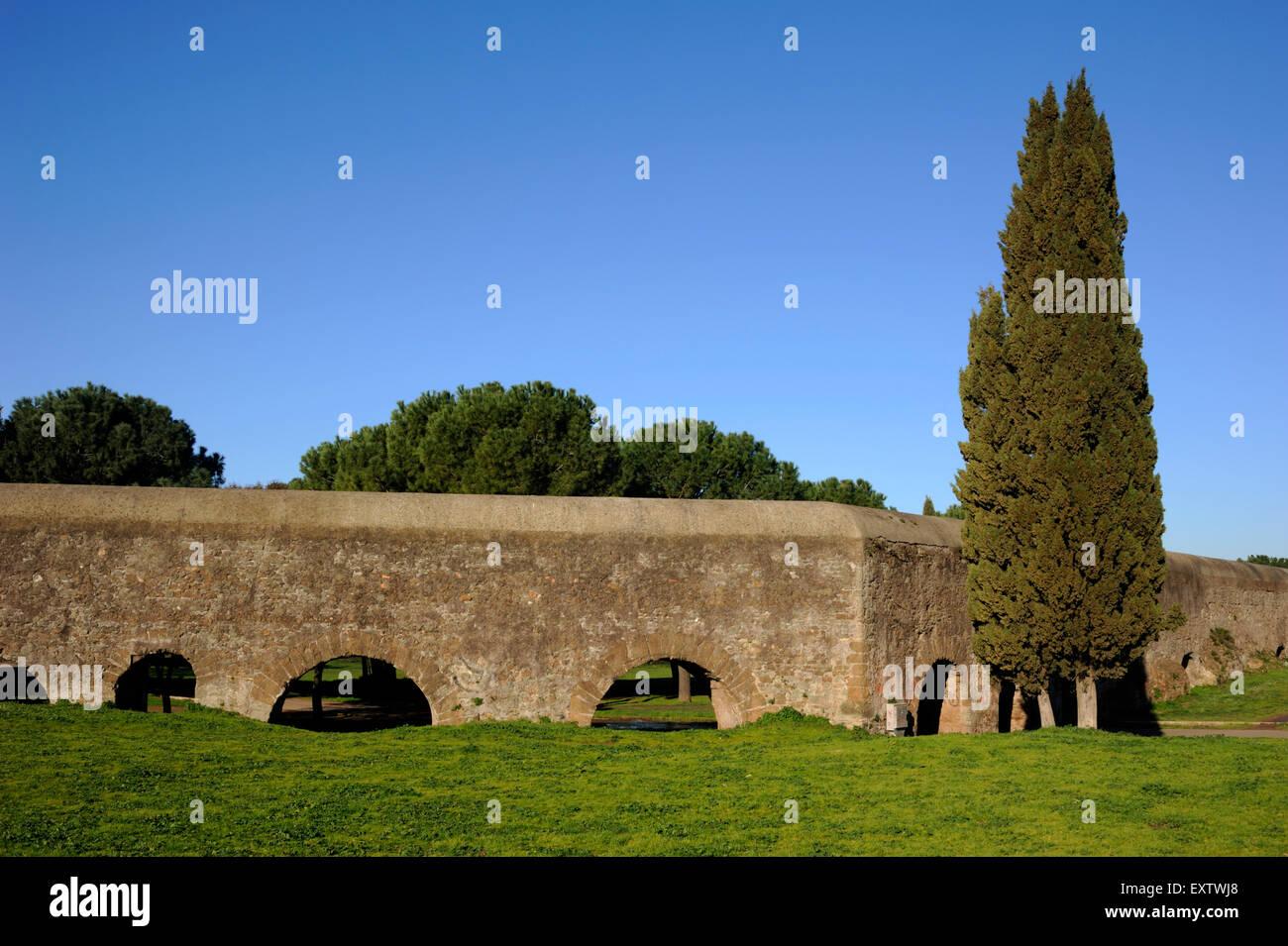 Acquedotto Acqua Marcia.Italia Roma Parco Degli Acquedotti Antico Acquedotto