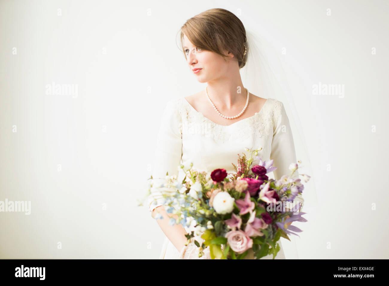 Ritratto di sposa con bouquet di nozze Immagini Stock