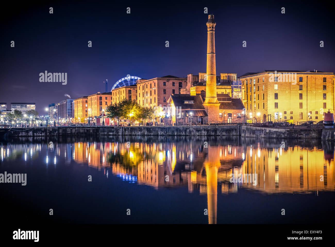 Liverpool Regno Unito waterfront skyline notturno Immagini Stock