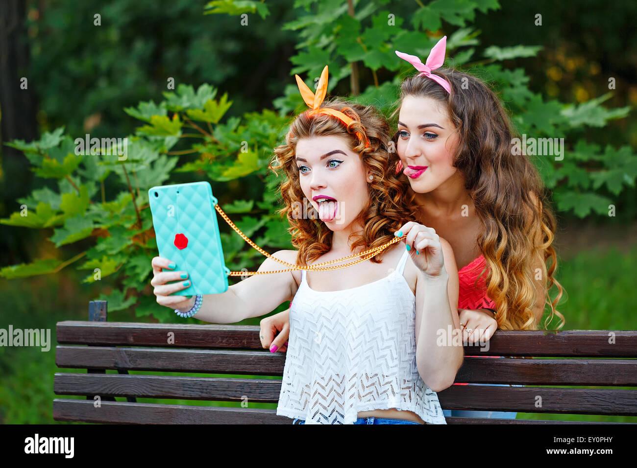 Migliori amiche fare foto divertenti per il tuo telefono ...