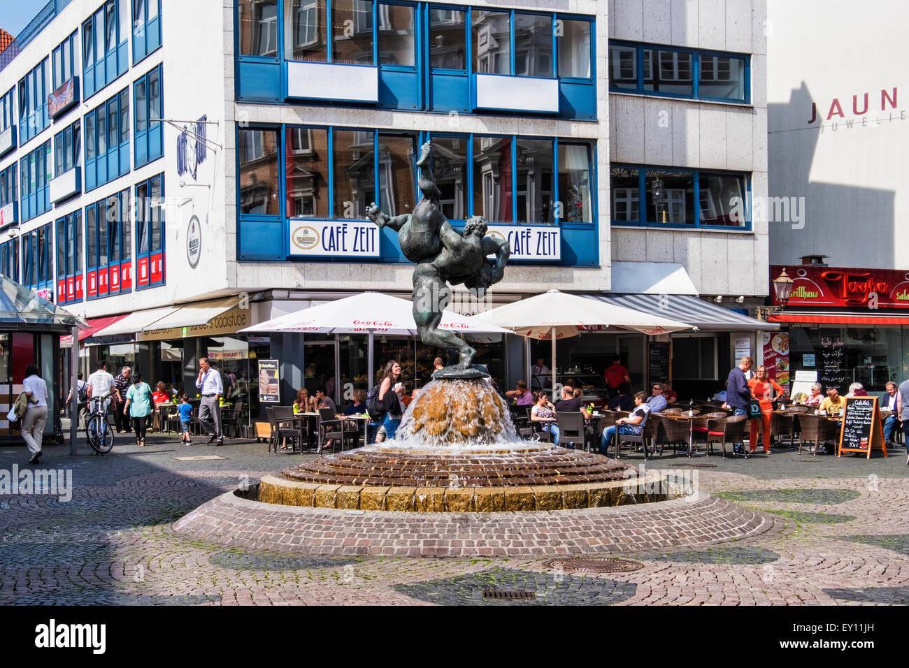 Braunschweig, Braunschweig, Germania - centro città con i suoi negozi e ristoranti e il lottatore fontana, Immagini Stock