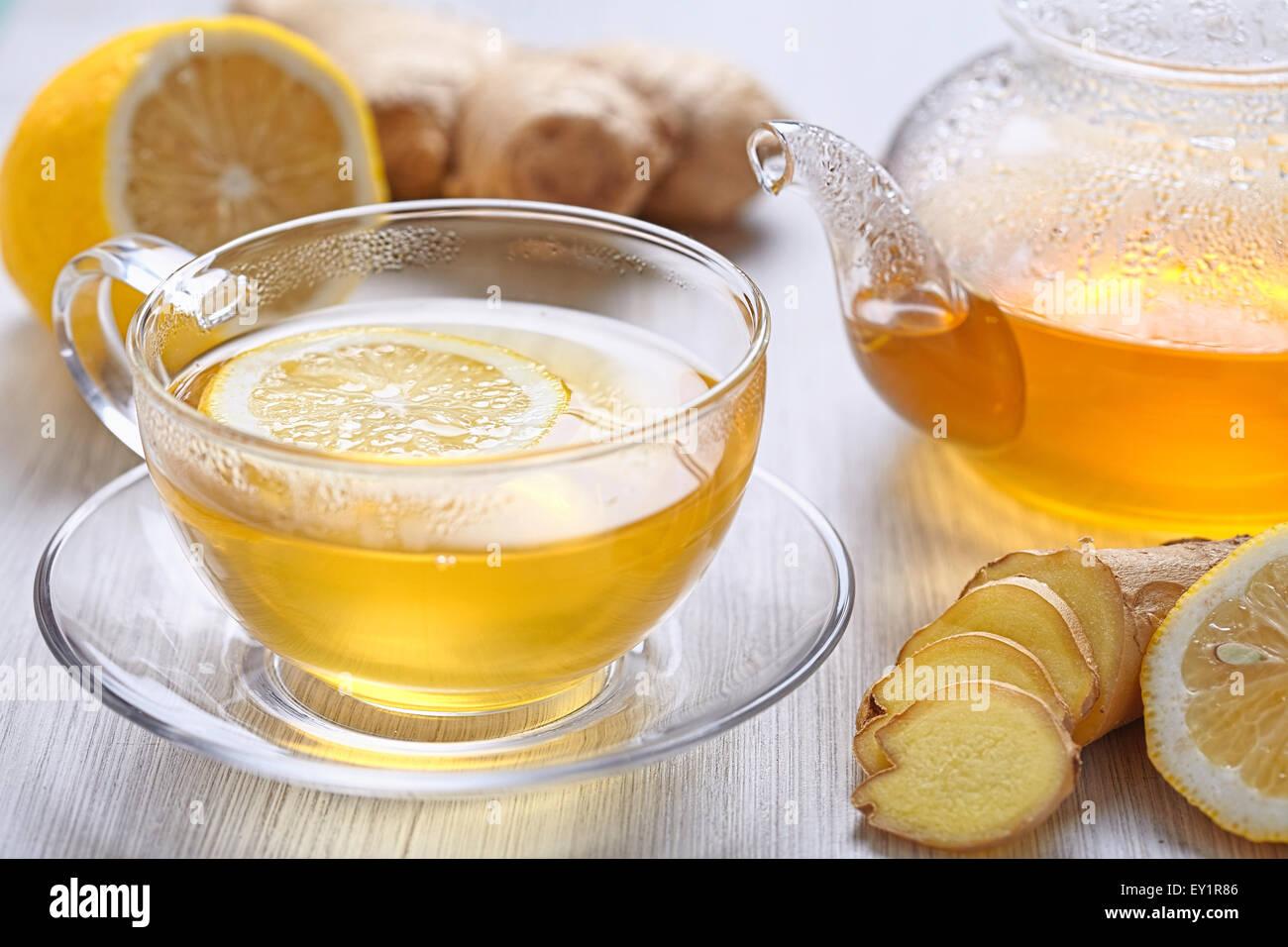 Tazza di succo di limone e il tè allo zenzero Immagini Stock