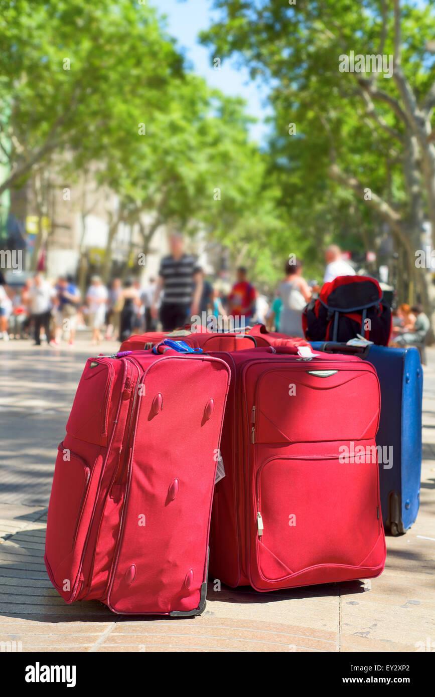 Alcuni bagagli presso la famosa Las Ramblas di Barcellona, Spagna Immagini Stock