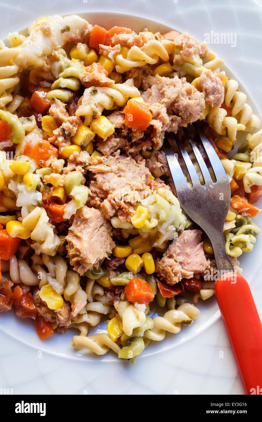 Italiano di tonno e insalata di pasta Immagini Stock