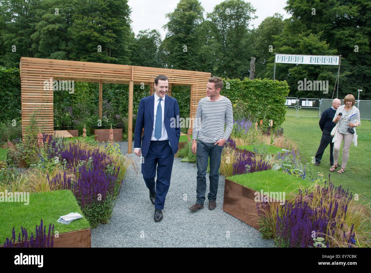 Tatton Park, Cheshire, Regno Unito. Il 23 luglio 2015. Il cancelliere George Osborne della RHS flower show, con Immagini Stock