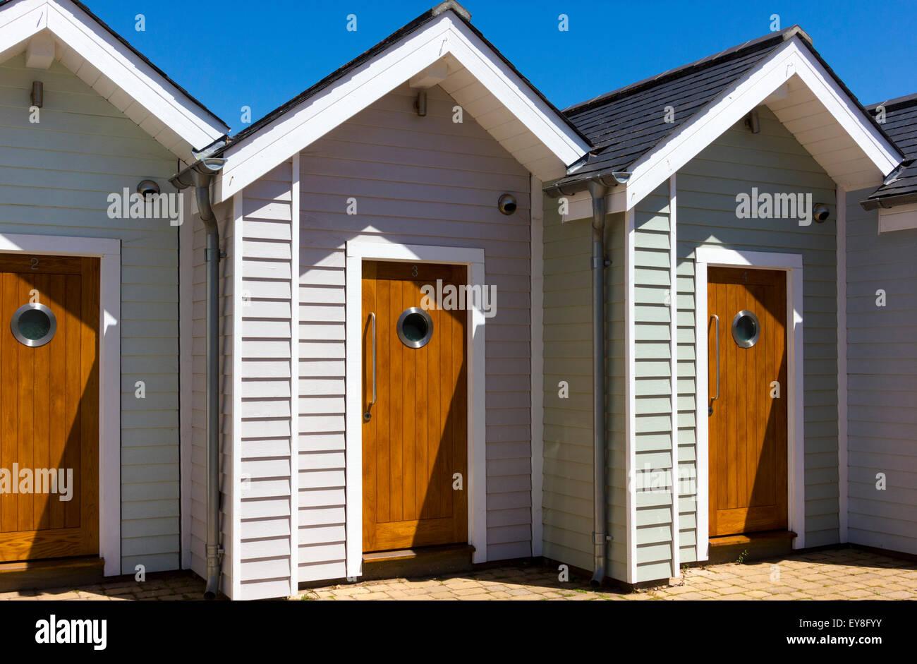 Porte In Legno Moderne : Porte in legno ingressi anteriori alla fila di moderne cabine