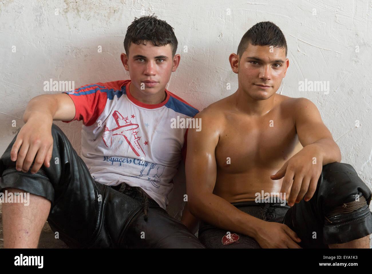 Il lottatore lottatori Kirkpinar olio campionati di wrestling, Edirne, Turchia Foto Stock