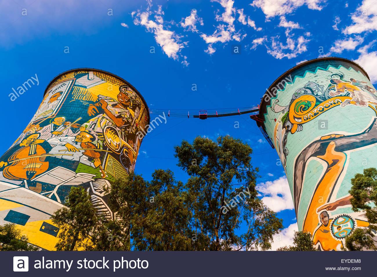 Dipinto di torri di raffreddamento (il più grande murale in Sud Africa) di Orlando smantellata Power Station, Immagini Stock