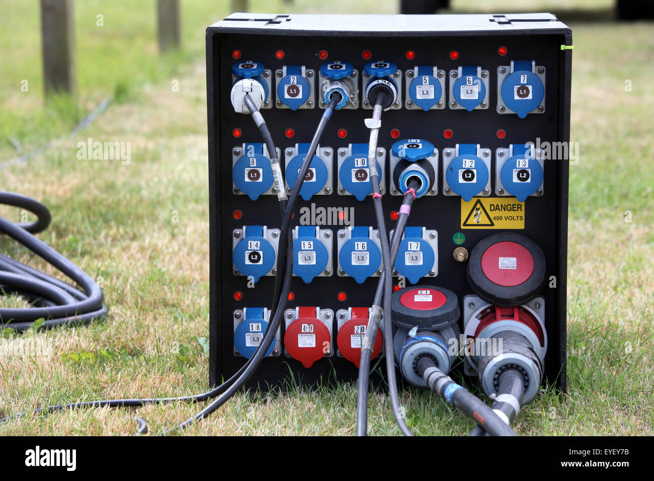 All'esterno elettricità gestione alimentazione scatola di giunzione in corrispondenza di un evento esterno Immagini Stock