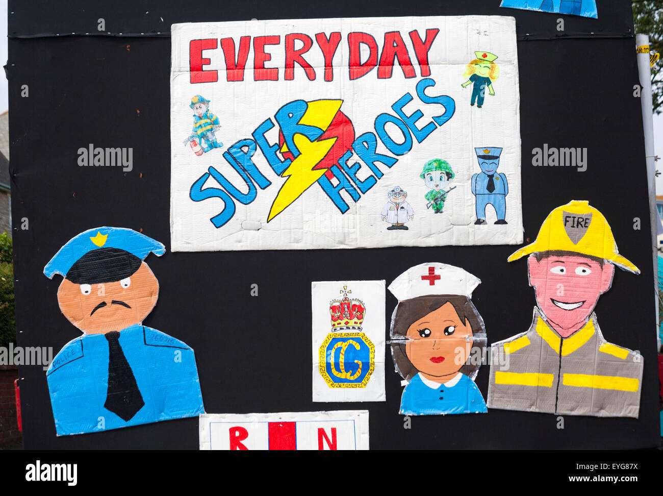 Swanage sfilata di carnevale tema di supereroi - Tutti i giorni super eroi Immagini Stock