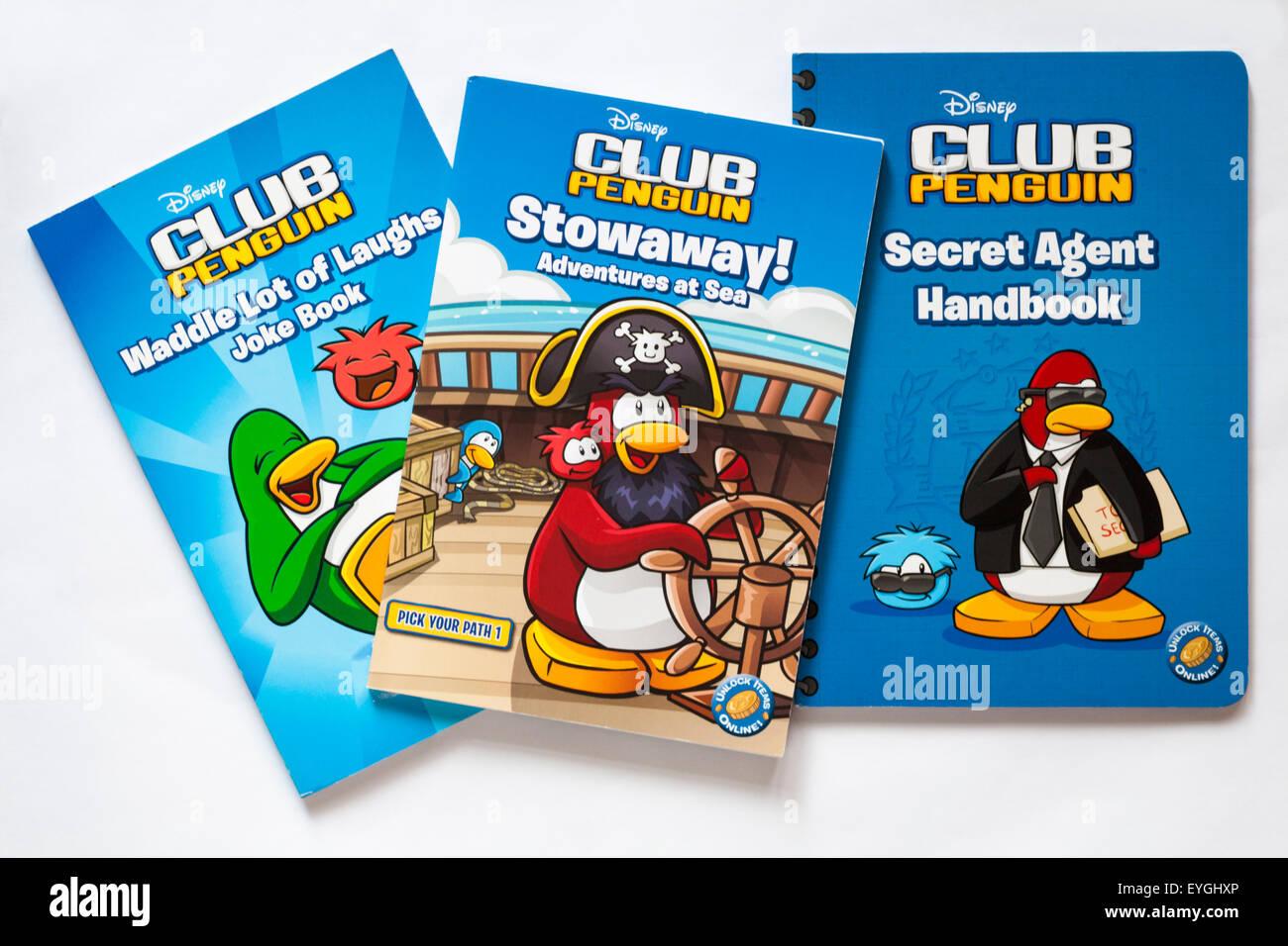 Disney Club Penguin libri per bambini isolati su sfondo bianco - Secret Agent Handbook, Waddle Risate scherzo libro, Immagini Stock