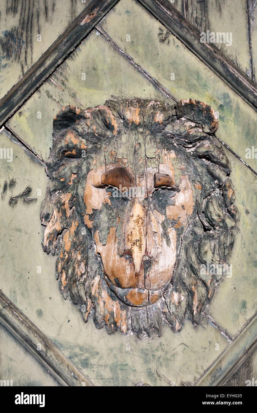 Trieste Italia Una Vecchia Porta Di Legno Con Un Leone Come