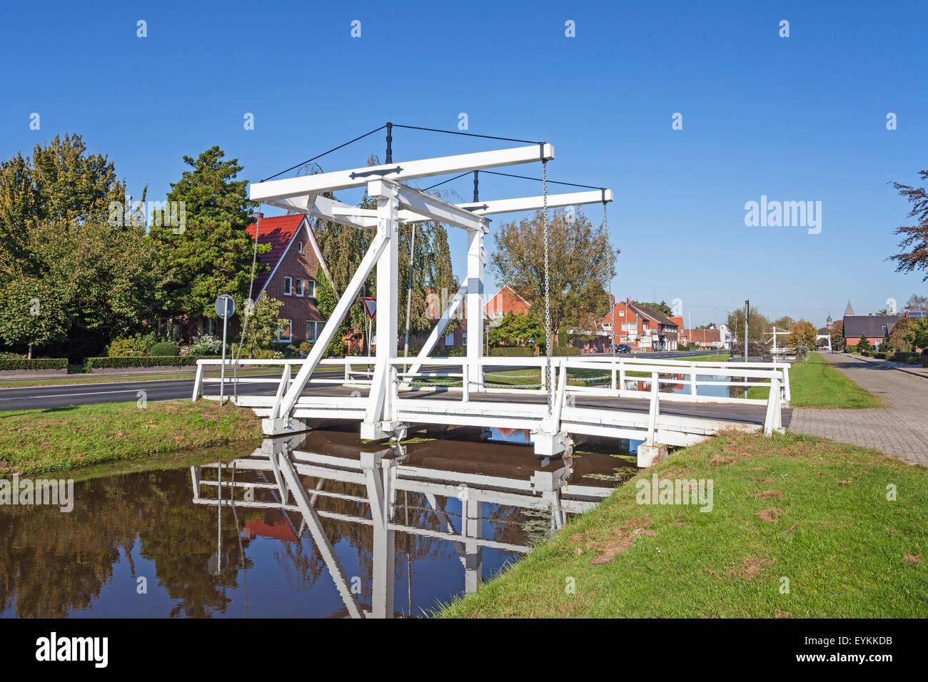 Ponte levatoio a frazionamento canal cuce da Velen layout nel castello Papen, Emsland, Bassa Sassonia, Germania, Immagini Stock