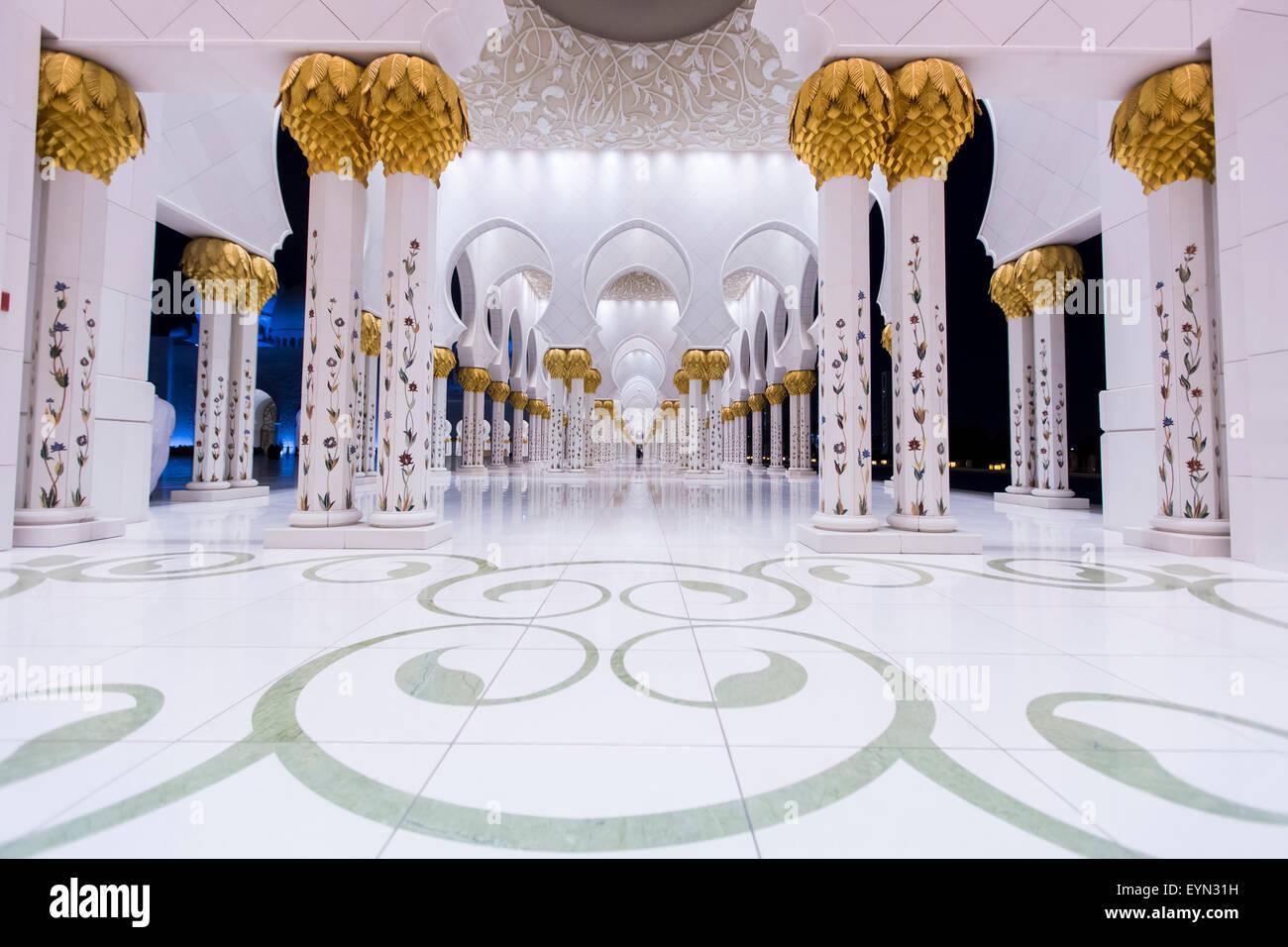 Interno della Moschea Sheikh Zayed di Abu Dhabi. Immagini Stock