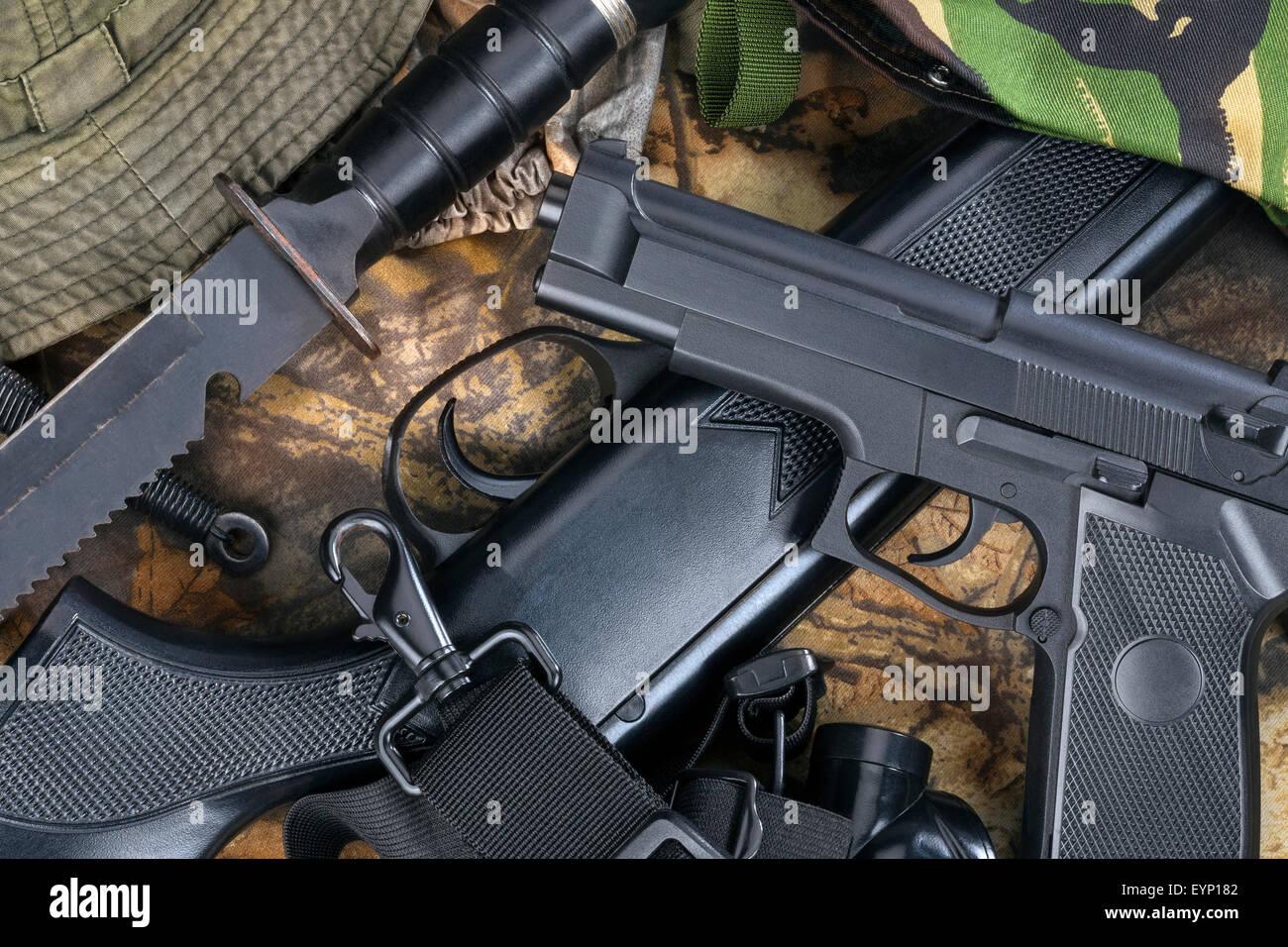 Pistole e armi Immagini Stock