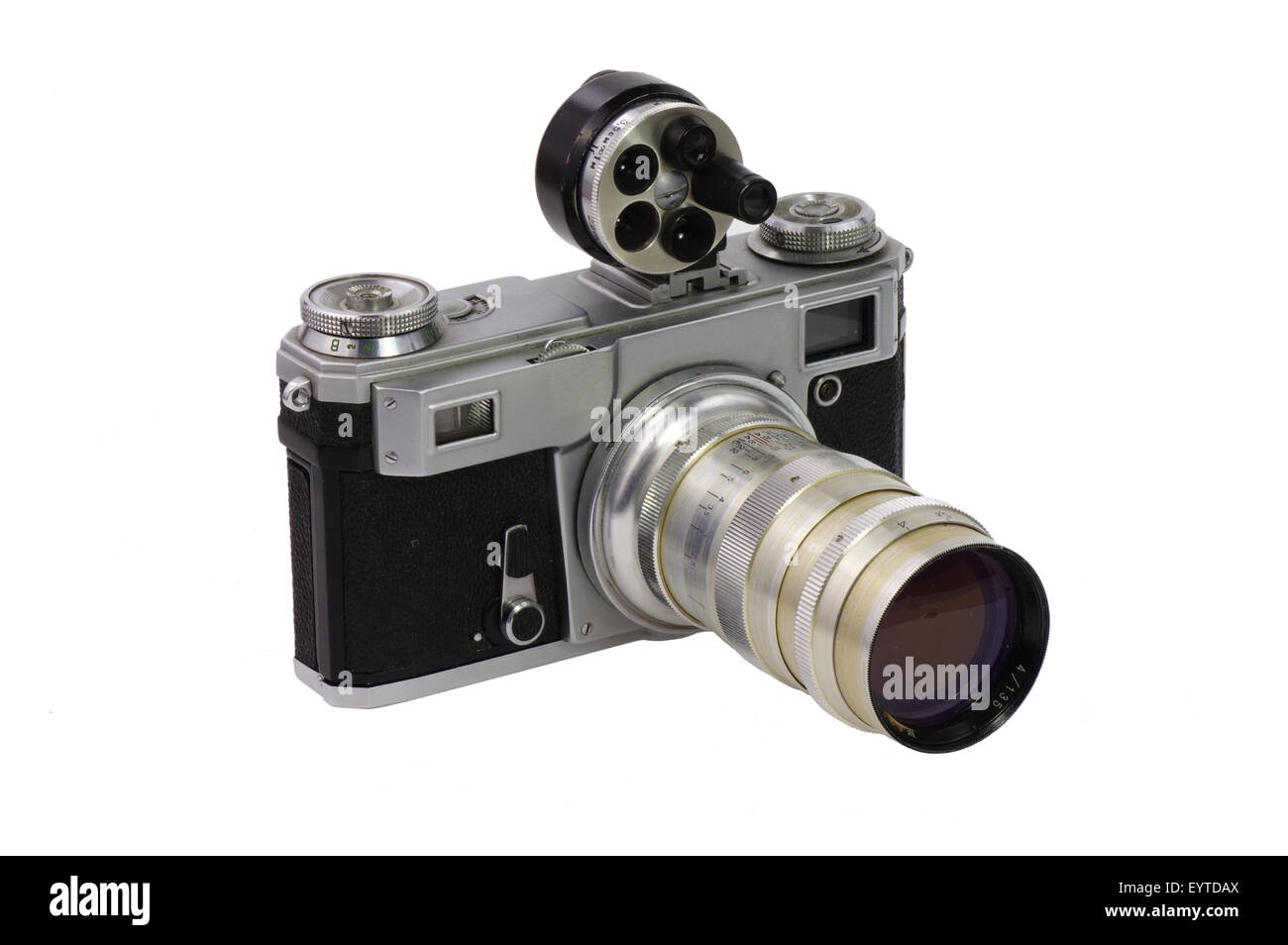 Vecchia macchina fotografica. Classic 135 fotocamera formato con un teleobiettivo e mirino universale su uno sfondo Immagini Stock