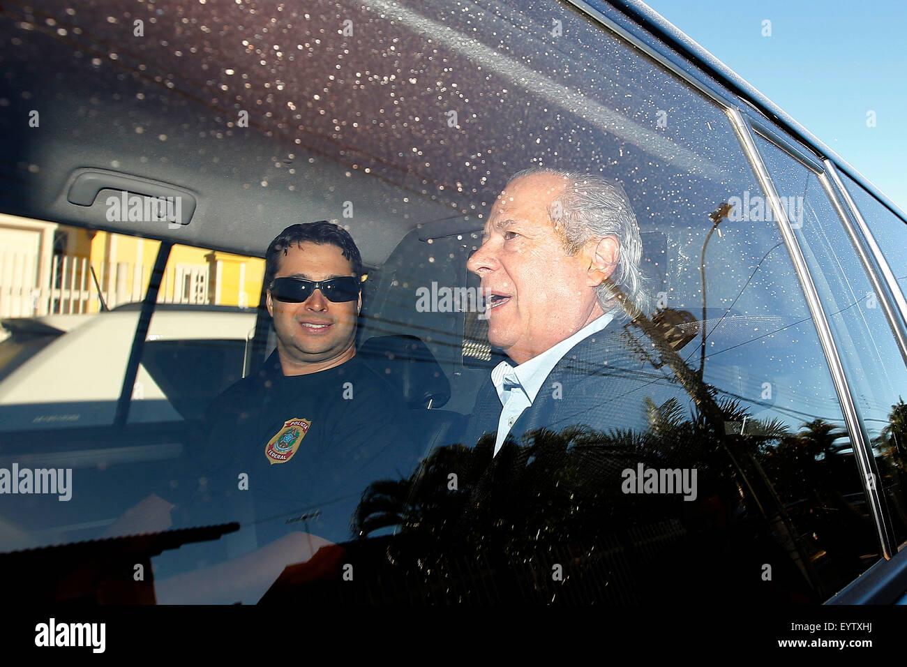 (150804) -- BRASILIA, e il Agosto 4, 2015 (Xinhua) -- l'ex Ministro Capo di Gabinetto del Brasile, José Dirceu (R), Foto Stock