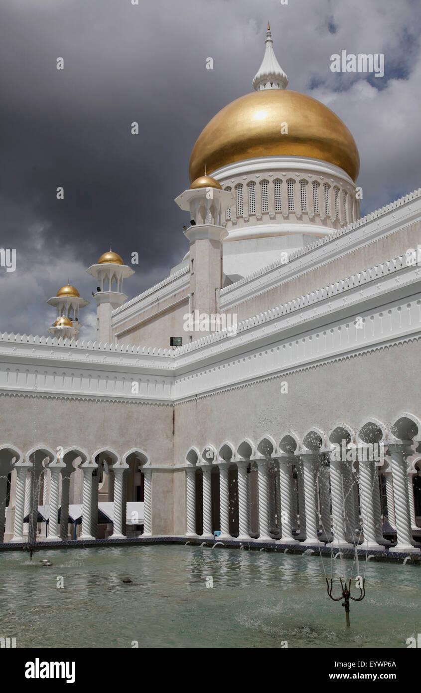 Moschea di Omar Ali Saifuddien in Bandar Seri Begawan, Brunei, Asia sud-orientale, Asia Immagini Stock