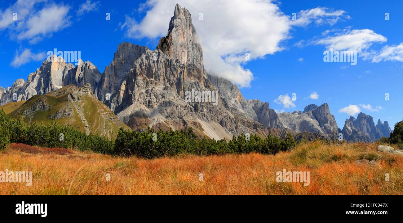 Il passo di Rolle in autunno, Italia, Alto Adige, Dolomiti, Trentino Immagini Stock