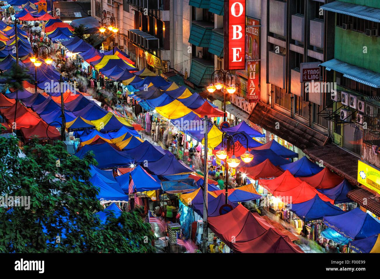 Il mercato notturno di Kuala Lumpur durante il mese di Ramadan. Immagini Stock