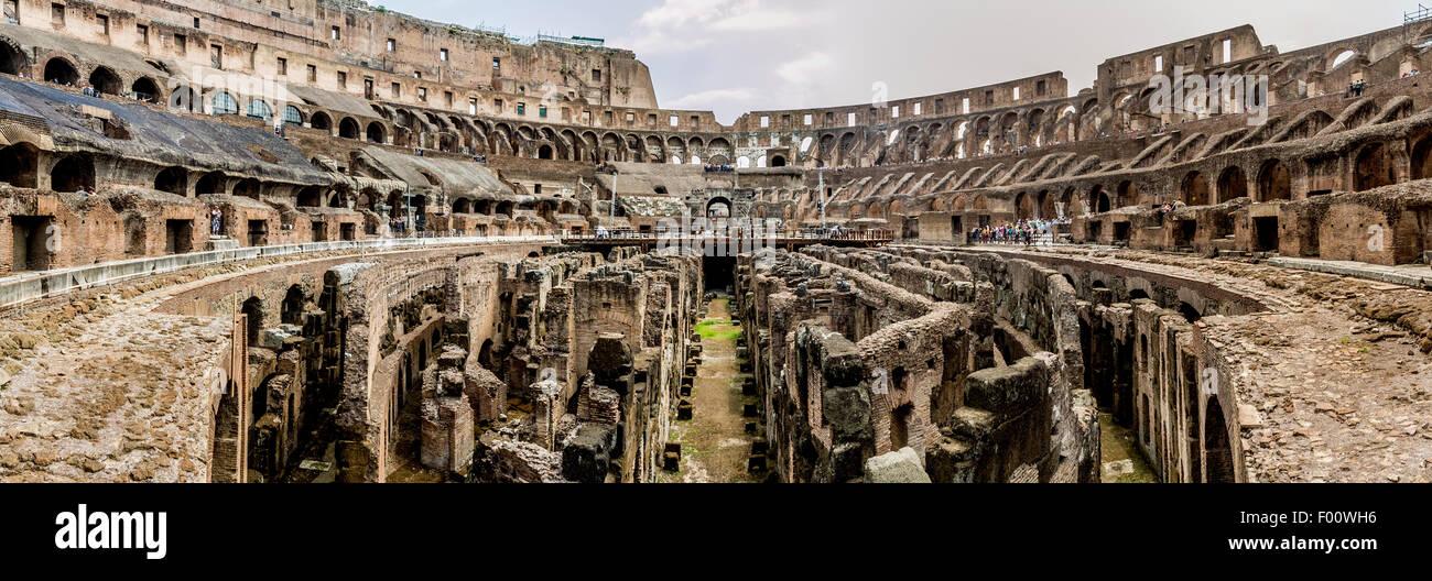 Vista panoramica dell'interno del Colosseo, Roma, Italia Immagini Stock