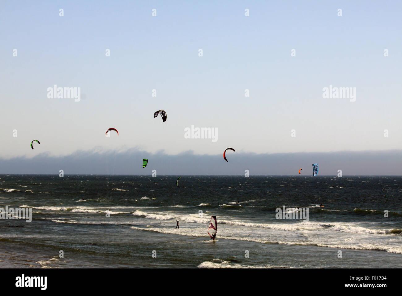 Wind surf lungo l'Oceano Pacifico Immagini Stock