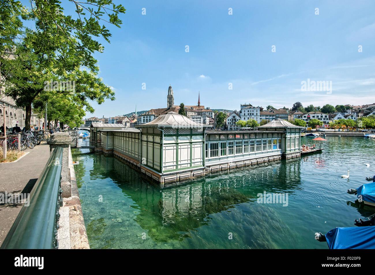 Womens nuoto vasca da bagno al fiume Limmat a Zurigo. Immagini Stock