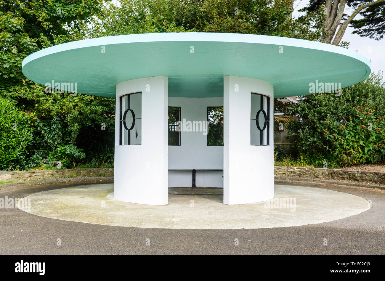 Circolare di Art Deco rifugio costruito negli anni trenta in Mewsbrook Park, Littlehampton, West Sussex, in Inghilterra, Immagini Stock