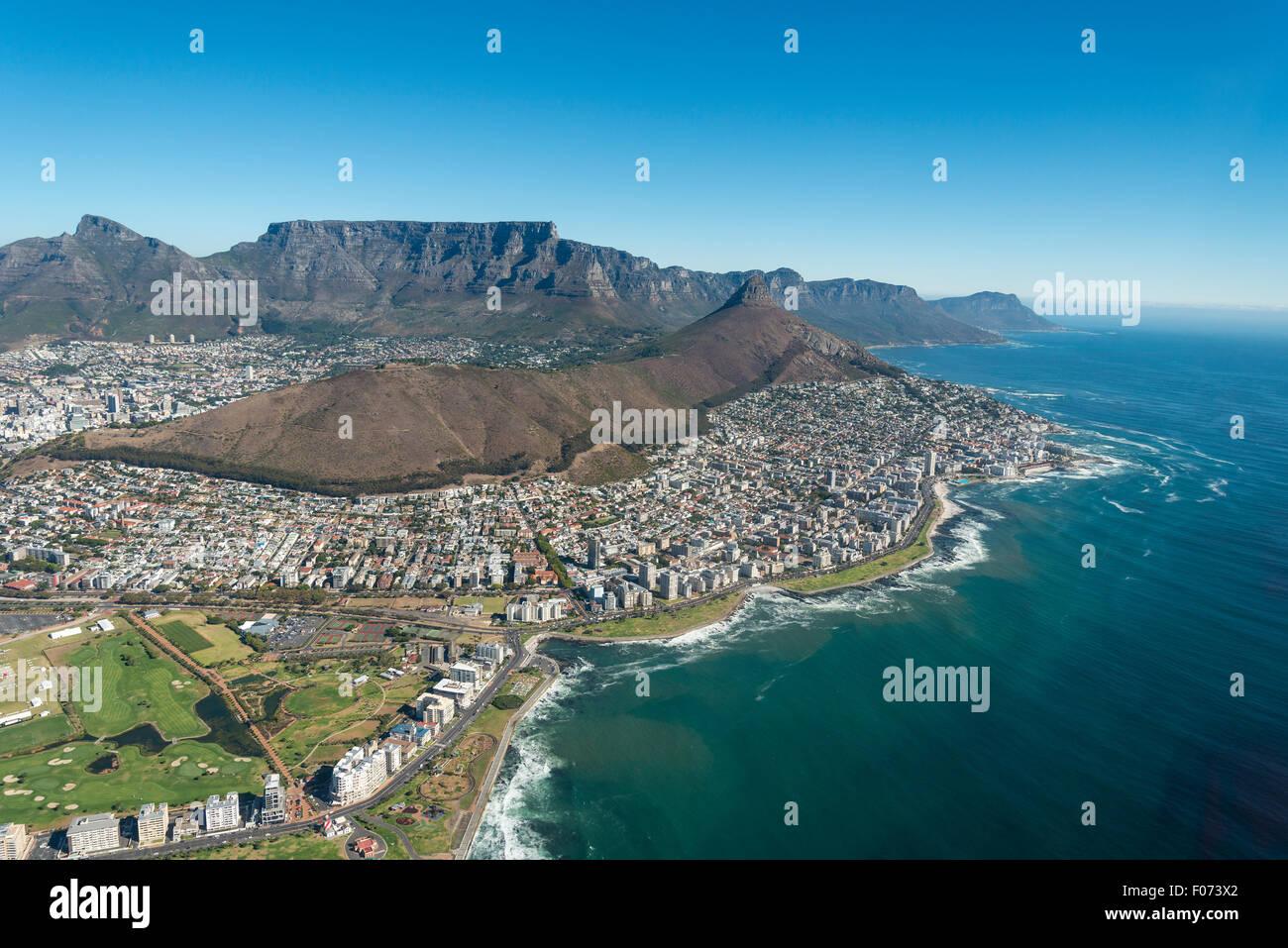 Vista aerea della città e spiagge, Cape Town, Provincia del Capo occidentale, Repubblica del Sud Africa Immagini Stock