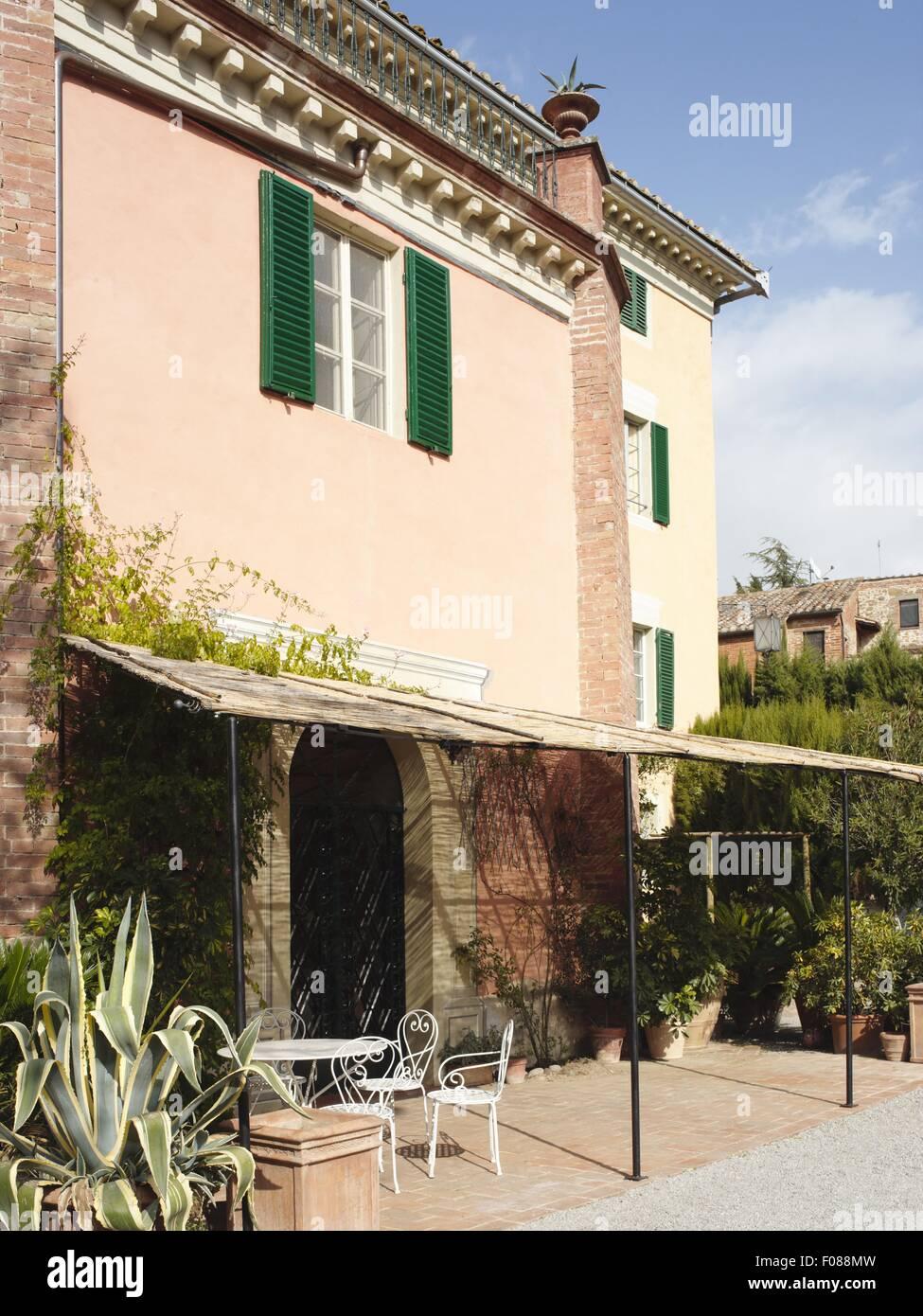 Vista di hotel con terrazza a Le Tre Vaselle, Torgiano, Perugia ...