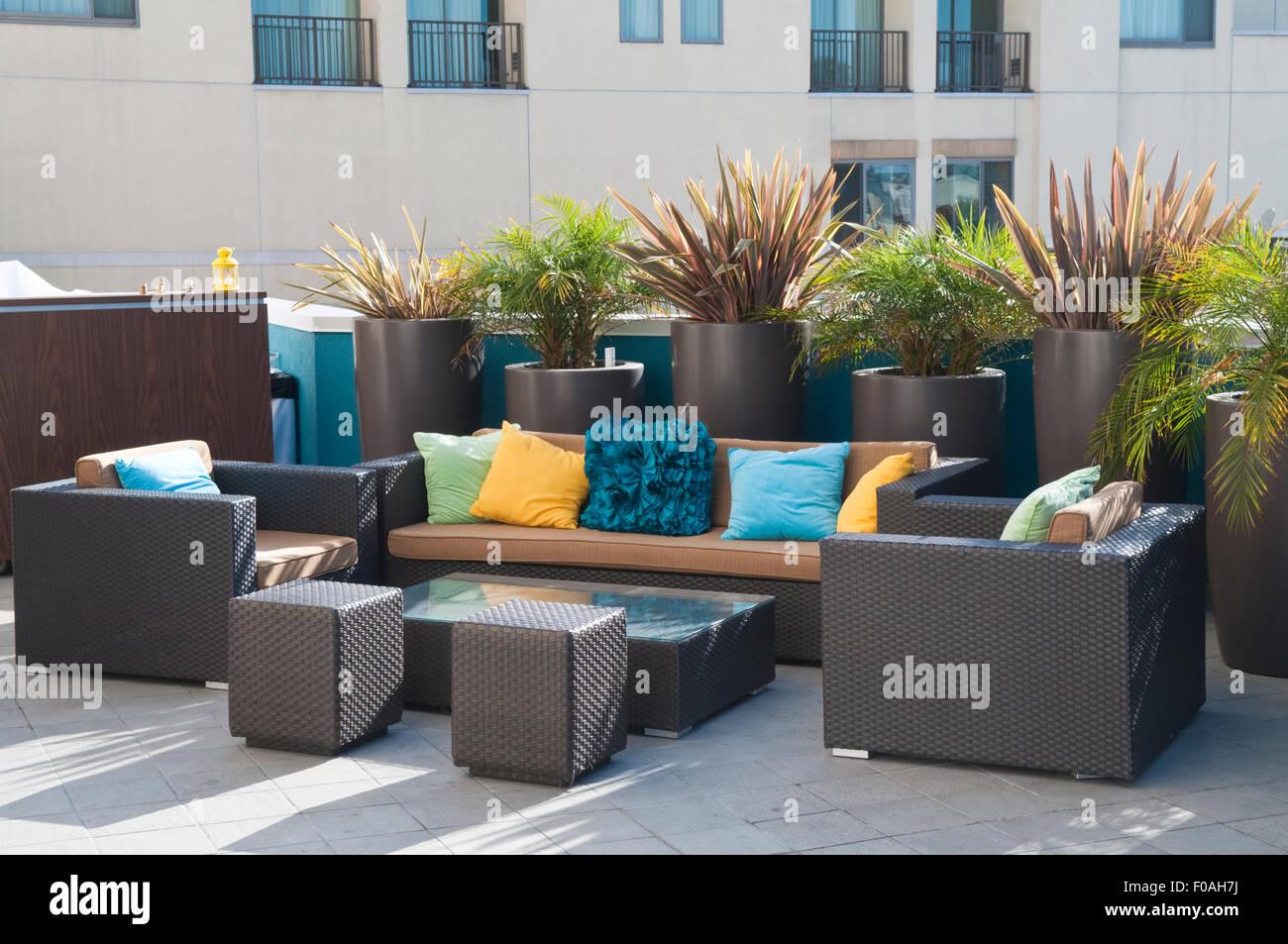 Vasi Da Giardino Colorati elegante e moderno il rattan mobili da giardino in marrone