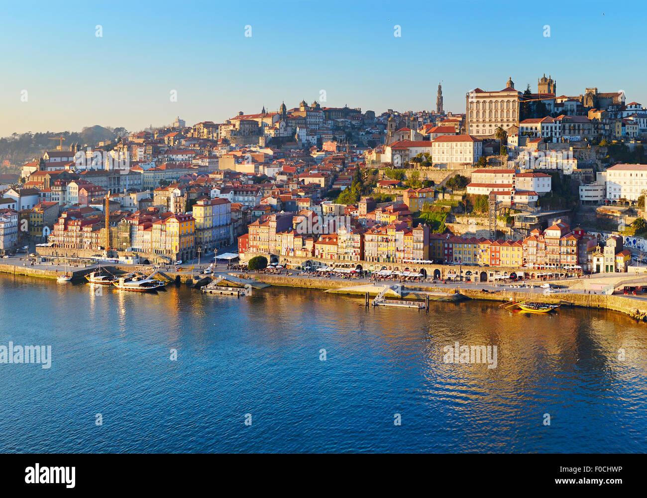 Panorama del Porto Città Vecchia al tramonto. Portogallo Immagini Stock